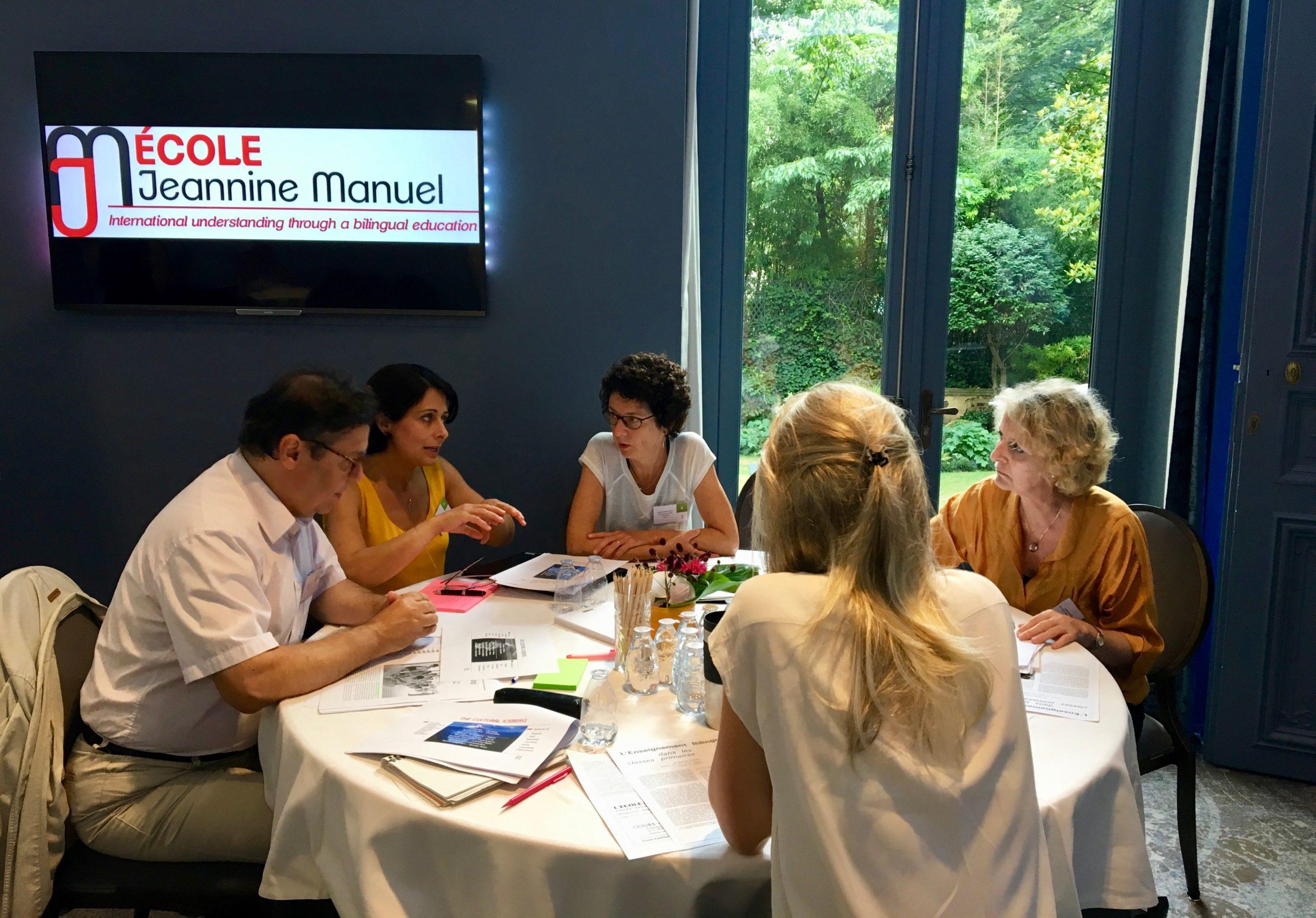 Photo du travail d'équipe à l'École Jeannine Manuel