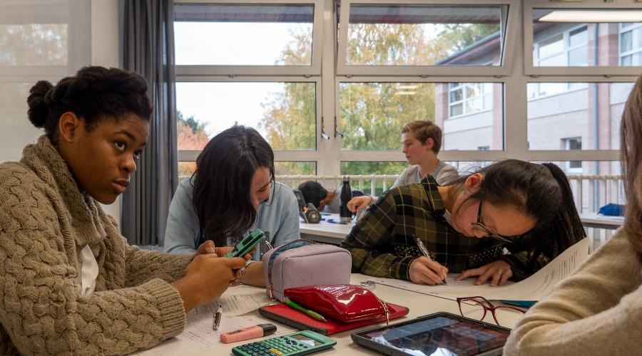 Elèves en cours à l'internat de Lille