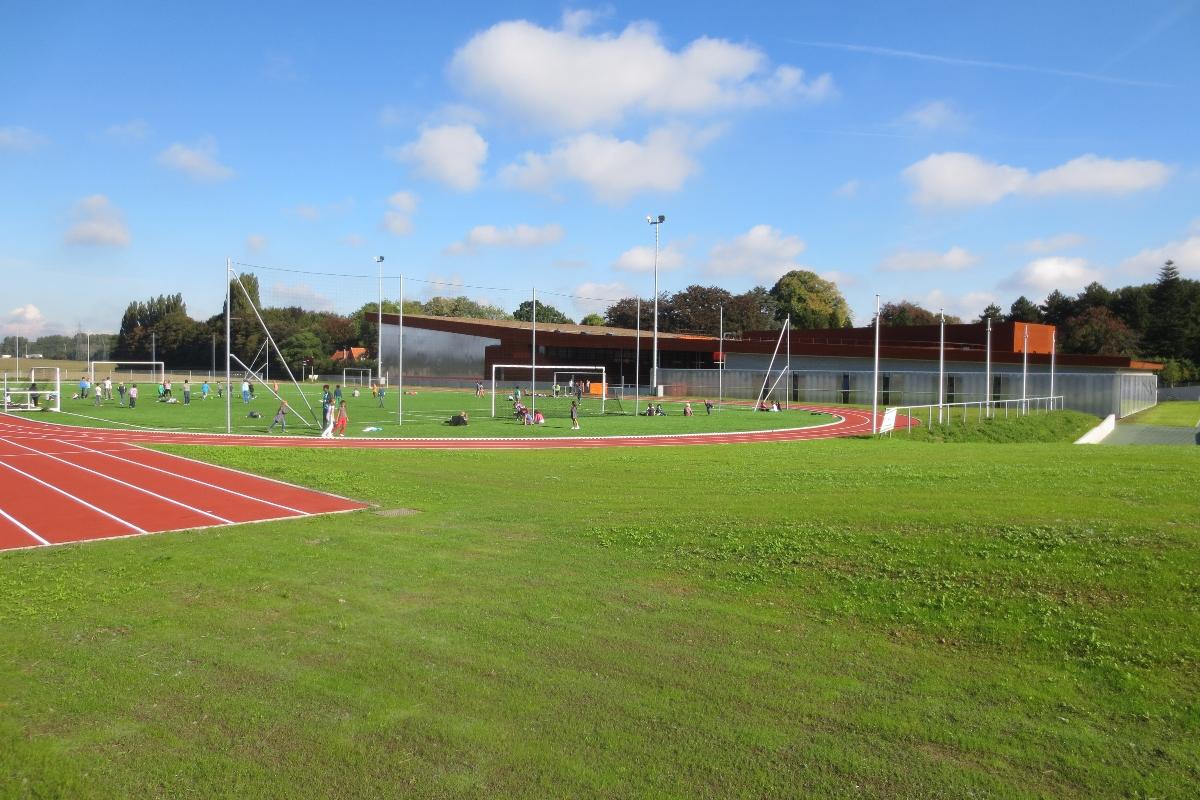 Vue des installations sportives de l'École Jeannine Manuel à Lille