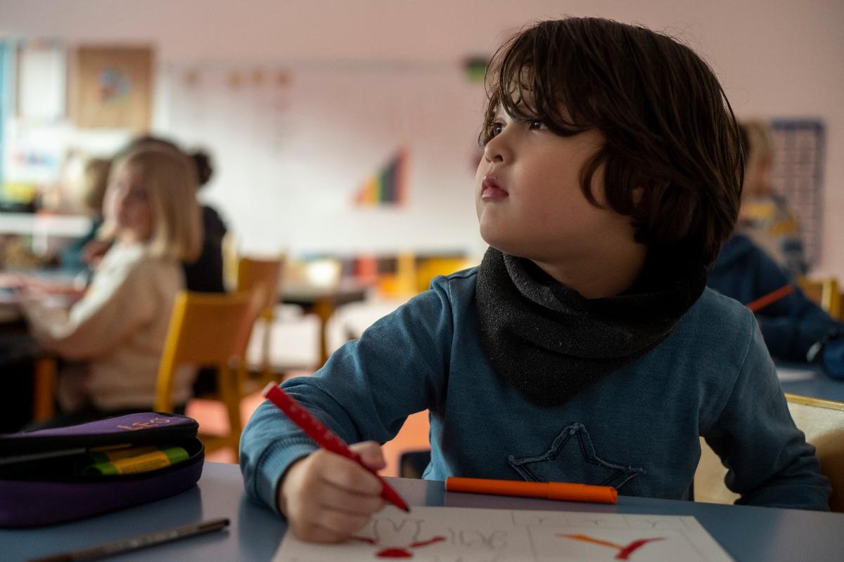 Photo d'un élève de primaire en cours à l'École Jeannine Manuel de Lille