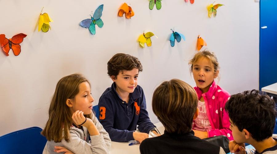 Photo d'élèves en cours à l'École Jeannine Manuel de Paris