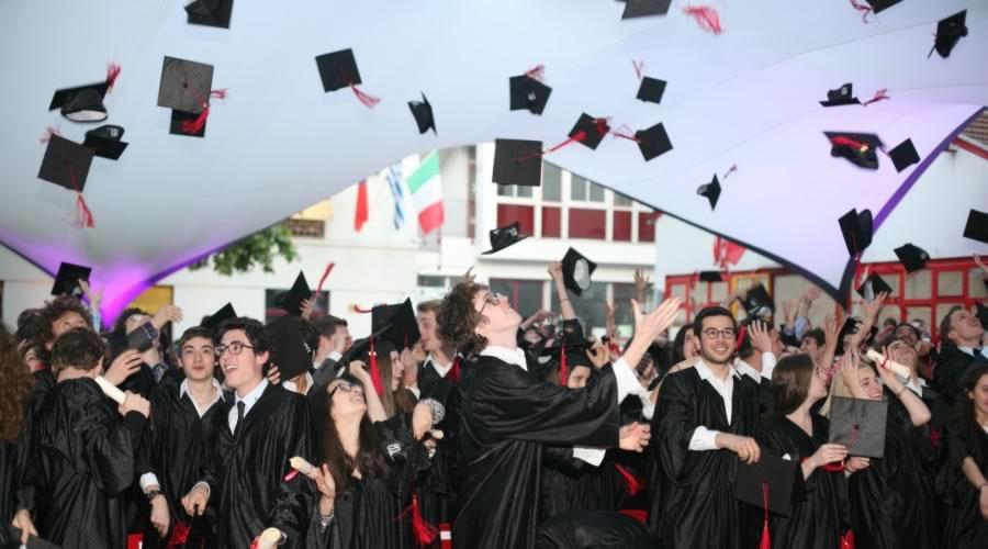 Photo de la cérémonie de la remise des diplômes du high school diploma