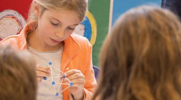 Image d'affiche du documentaire sur les maths à l'école de LCP