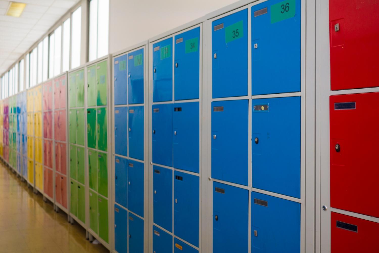Image des casiers du couloir K à l'École Jeannine Manuel de Paris