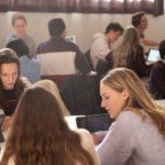 Photo d'élèves du lycée en cours à l'École Jeannine Manuel de Paris